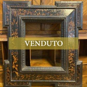 Antica cornice guilloche XVII secolo ebanizzata con inserti in tartaruga - 001