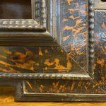 Antica cornice guilloche XVII secolo ebanizzata con inserti in tartaruga – 005