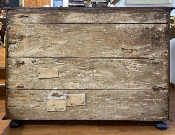 Antico canterano lombardo del 1600, lastronato in noce, filettato ed intarsiato - 002