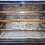 Antico canterano lombardo del 1600, lastronato in noce, filettato ed intarsiato – 010