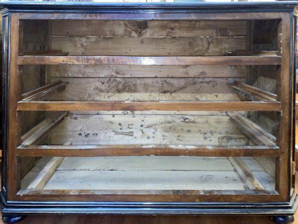 Antico canterano lombardo del 1600, lastronato in noce, filettato ed intarsiato - 010