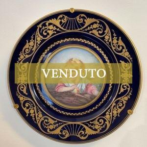 Antico piatto in porcellana Sèvres dell'800 raffigurante fanciulla