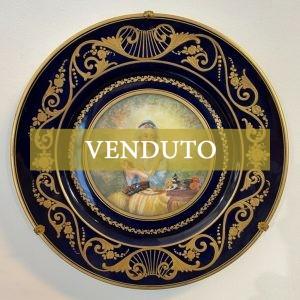 Antico piatto in porcellana Sèvres dell'800 raffigurante una giovane donna