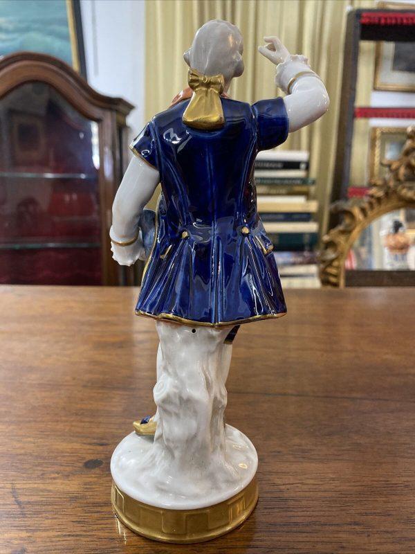 "Statuina tedesca in porcellana dell'800 ""Unterweissbach"": gentiluomo"
