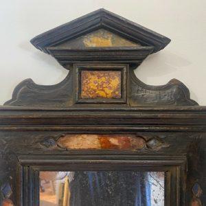 Antica cornice a tempietto ebanizzata con inserti in marmo del XVII secolo